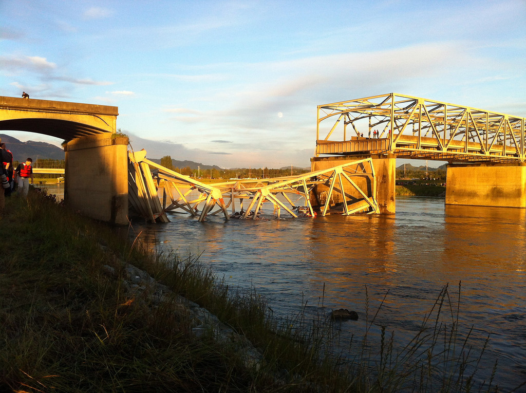 Description of . A portion of the Interstate 5 bridge is submerged after it collapsed into the Skagit River dumping vehicles and people into the water in Mount Vernon, Wash., Thursday, May 23, 2013 according to the Washington State Patrol. (AP Photo/Skagit Valley Herald, Frank Varga)