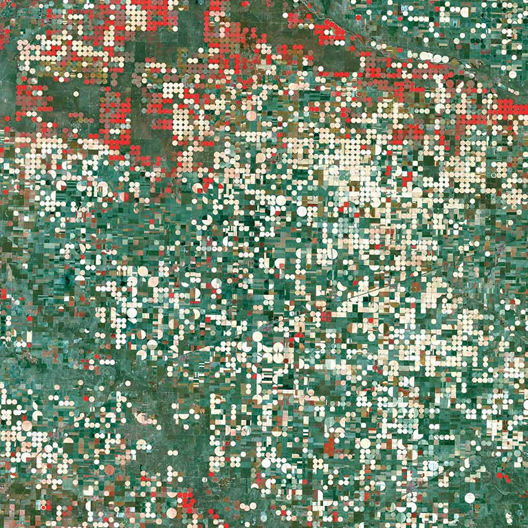 Description of . Garden City, United States Garden City, Kansas, has a semi-arid steppe climate with hot, dry summers and cold, dry winters. Center-pivot irrigation systems created the circular patterns near Garden City, seen here from Landsat 7 in September 2000. The red circles indicate irrigated crops of healthy vegetation, and the light-colored circles denote harvested crops. The 19th-century Santa Fe Trail through central North America that connected Franklin, Missouri, with Santa Fe, New Mexico, passed through Garden City.   NASA