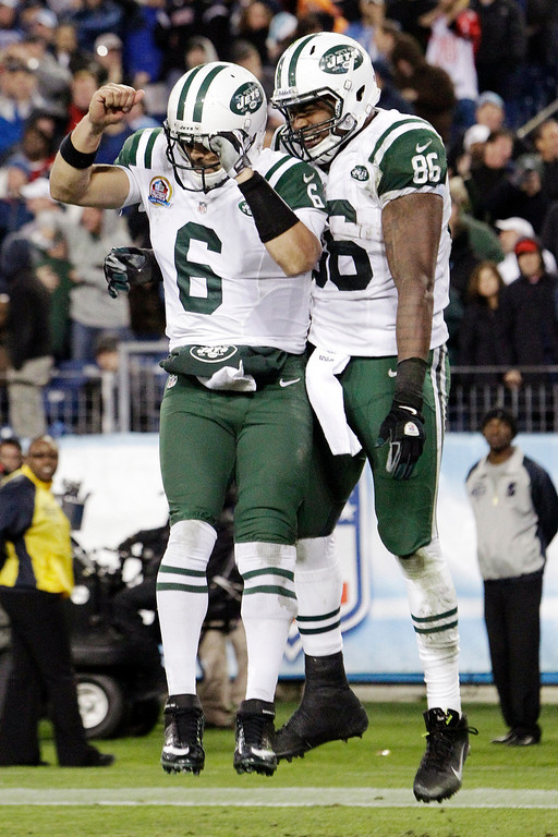 Description of . New York Jets tight end Jeff Cumberland (86) celebrates with quarterback Mark Sanchez (6) after Cumberland scored a touchdown on a 17-yard pass from Sanchez in the third quarter of an NFL football game against the Tennessee Titans, Monday, Dec. 17, 2012, in Nashville, Tenn. (AP Photo/Wade Payne)