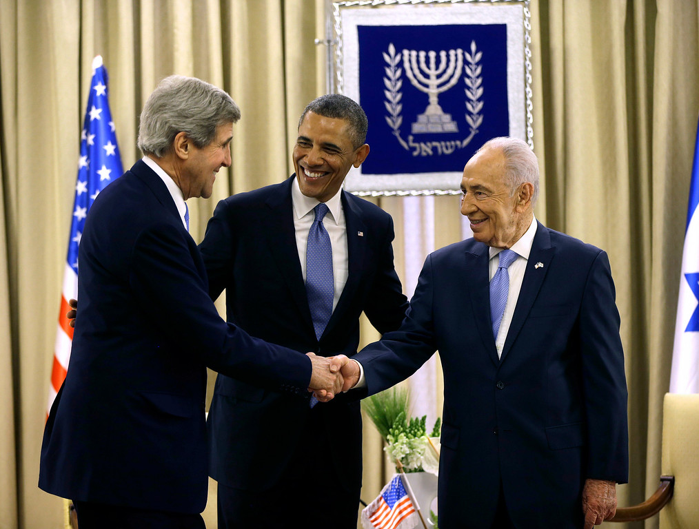 Description of . President Barack Obama introduces Secretary of State John Kerry, left, to Israeli President Shimon Peres, during a meeting at the President's Residence in Jerusalem, Israel, Wednesday, March 20, 2013, (AP Photo/Pablo Martinez Monsivais)