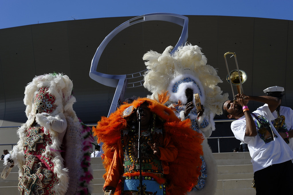 Description of . Musicians entertain the fans before the start of Super Bowl XLVII between the San Francisco 49ers and the Baltimore Ravens on February 3, 2013  at the Mercedes-Benz Superdome in New Orleans, Louisiana.    TIMOTHY A. CLARY/AFP/Getty Images