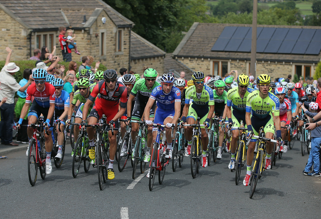 Description of . OXENHOPE, ENGLAND - JULY 06:  The peloton makes the claim of the Cote d'Oxenhope Moor during stage two of the 2014 Le Tour de France from York to Sheffield on July 6, 2014 in Oxenhope, United Kingdom.  (Photo by Doug Pensinger/Getty Images)