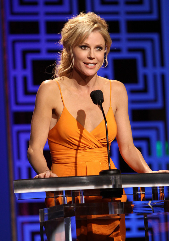 Description of . Actress Julie Bowen speaks onstage at the 2013 WGAw Writers Guild Awards at JW Marriott Los Angeles at L.A. LIVE on February 17, 2013 in Los Angeles, California.  (Photo by Maury Phillips/Getty Images for WGAw)