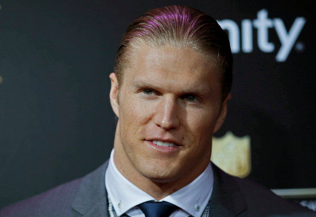 Description of . Green Bay Packers player Clay Matthews arrives at the 2nd Annual NFL Honors in New Orleans, Louisiana, February 2, 2013. The San Francisco 49ers will meet the Baltimore Ravens in the NFL Super Bowl XLVII football game February 3.  REUTERS/Lucy Nicholson