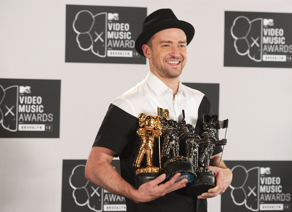 Description of . Justin Timberlake attends the 2013 MTV Video Music Awards at the Barclays Center on August 25, 2013 in the Brooklyn borough of New York City.  (Photo by Jamie McCarthy/Getty Images for MTV)