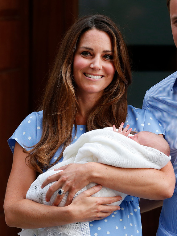 Description of . Kate, Duchess of Cambridge holds the Prince of Cambridge, Tuesday July 23, 2013, as she poses for photographers outside St. Mary\'s Hospital exclusive Lindo Wing in London where the Duchess gave birth on Monday July 22.  (AP Photo/Lefteris Pitarakis)