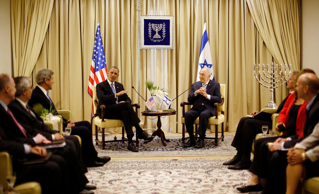 Description of . U.S. President Barack Obama meets with Israel's President Shimon Peres (R) at Peres' residence in Jerusalem March 20, 2013.  REUTERS/Jason Reed