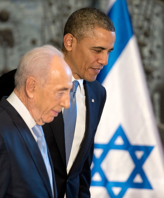 Description of . President Barack Obama and Israeli President Shimon Peres leave the stage after President Obama signed a guest book, Wednesday, March 20, 2013, at Israeli President Shimon Peres residence in Jerusalem. (AP Photo/Carolyn Kaster)