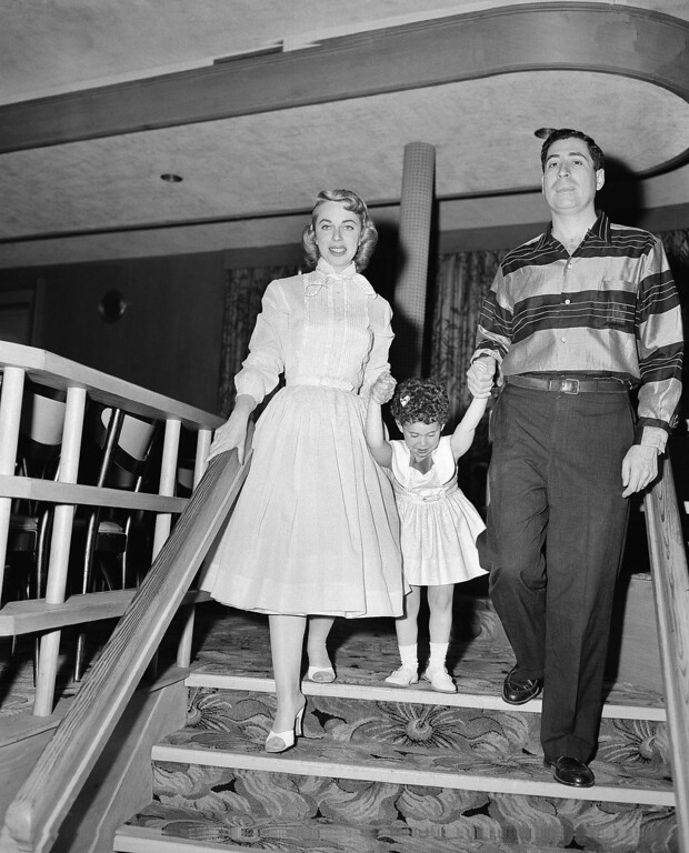 Description of . Psychologist Dr. Joyce Brothers, left, is shown with her husband, Dr. Milton Brothers and their daughter, Lisa, 3, at the Goldman Hotel in Pleasantville, N.J. July 22, 1956, during a vacation. (AP Photo)