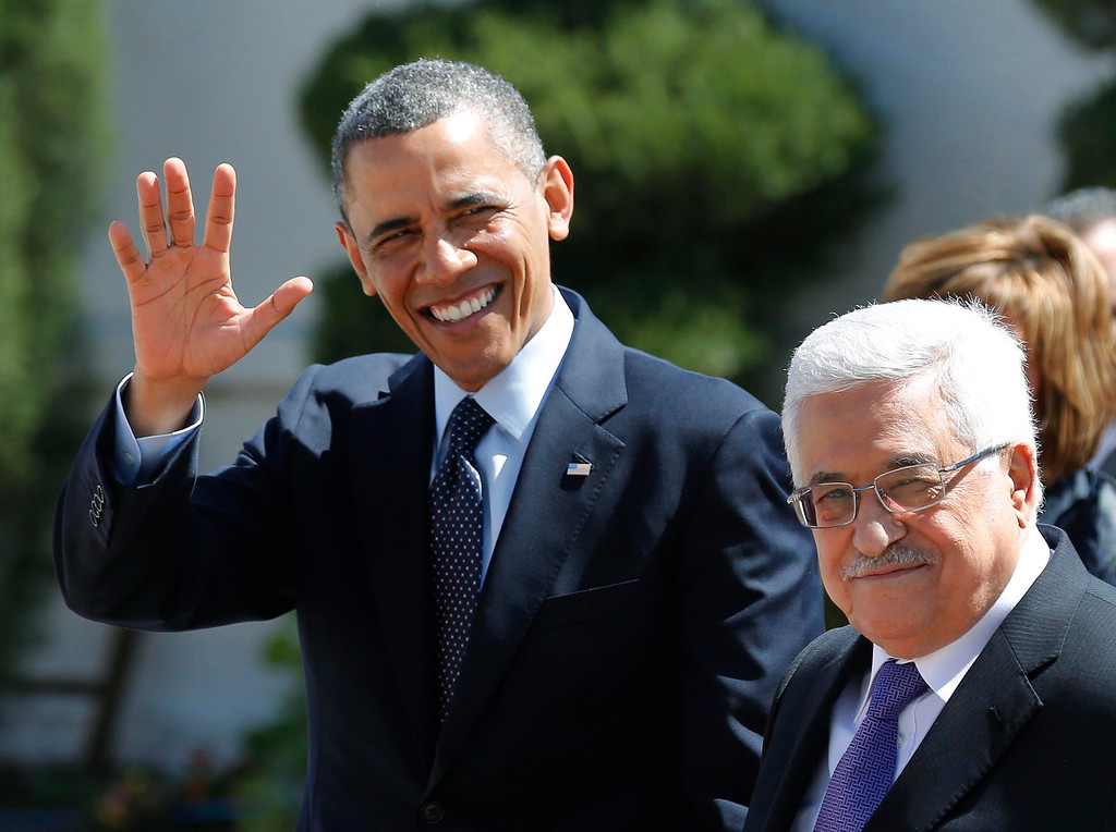 Description of . U.S. President Barack Obama (L) and Palestinian President Mahmoud Abbas participate in an arrival ceremony at the Muqata Presidential Compound in the West Bank City of Ramallah March 21, 2013.     REUTERS/Larry Downing