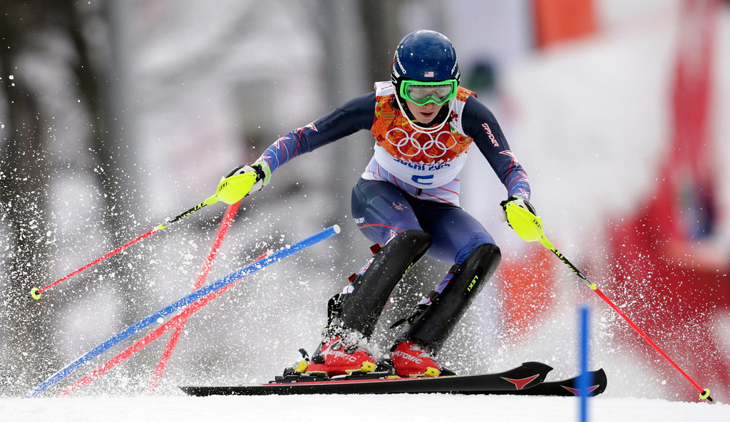 Description of . United States' Mikaela Shiffrin skis past a gate in the first run of the women's slalom at the Sochi 2014 Winter Olympics, Friday, Feb. 21, 2014, in Krasnaya Polyana, Russia. (AP Photo/Charles Krupa)