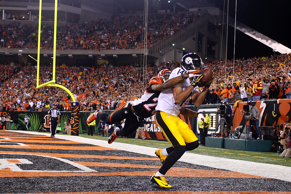 Description of . Derek Moye #14 of the Pittsburgh Steelers catches a pass for a touchdown over Leon Hall #29 of the Cincinnati Bengals during the second quarter on September 16, 2013 at Paul Brown Stadium on September 16, 2013 in Cincinnati, Ohio. (Photo by Kirk Irwin/Getty Images)