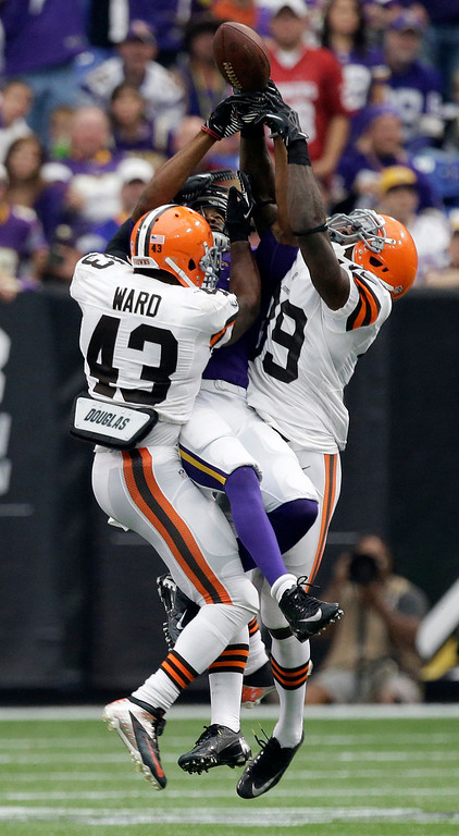 Description of . Cleveland Browns strong safety T.J. Ward, left, and free safety Tashaun Gipson, right, break up a pass intended for Minnesota Vikings wide receiver Jerome Simpson, center, during the first half of an NFL football game Sunday, Sept. 22, 2013, in Minneapolis. (AP Photo/Jim Mone)