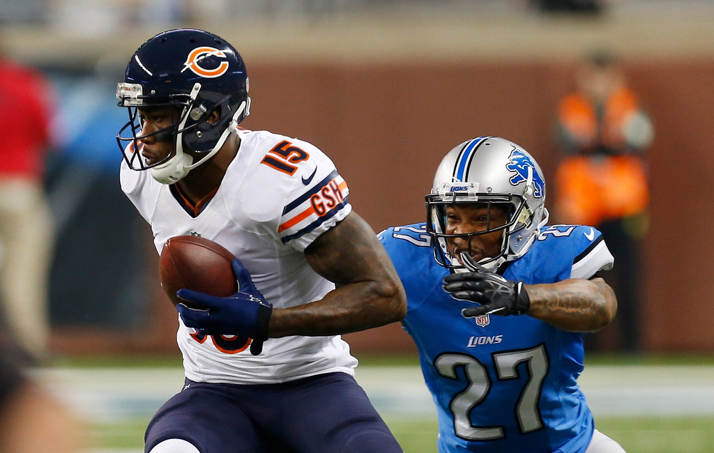 Description of . Chicago Bears wide receiver Brandon Marshall (15) pulls away from Detroit Lions strong safety Glover Quin (27) during the first quarter of an NFL football game at Ford Field in Detroit, Sunday, Sept. 29, 2013. (AP Photo/Paul Sancya)