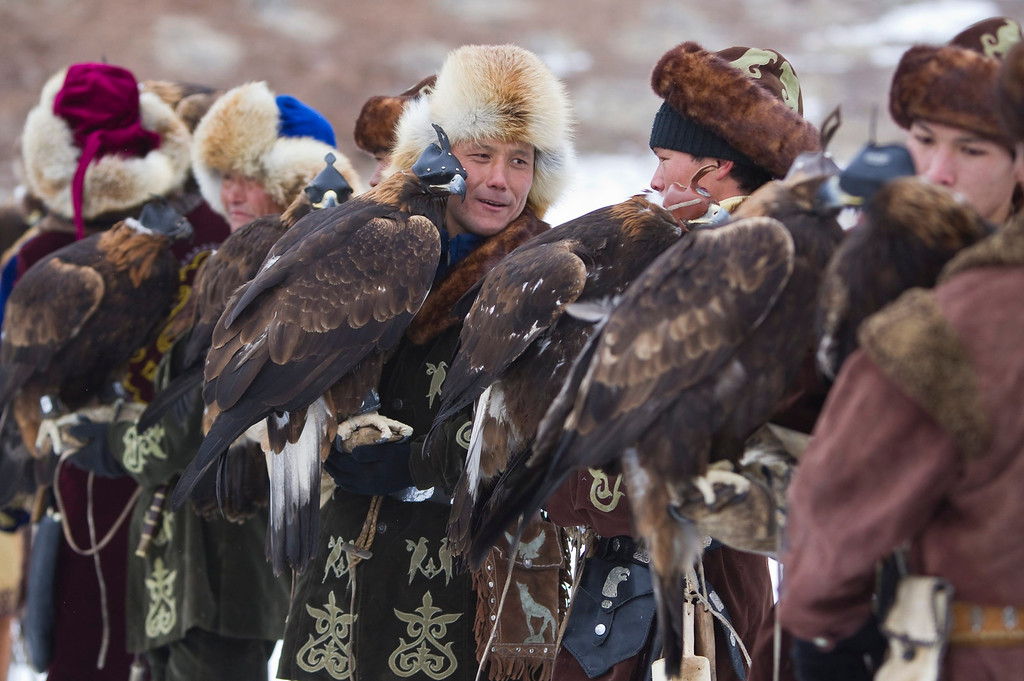 Description of . Kazakh hunters stay with their tame golden eagles before an annual hunting competition in Chengelsy Gorge, some 150 km (93 miles) east of Almaty February 22, 2013. Picture taken February 22, 2013.  REUTERS/Shamil Zhumatov