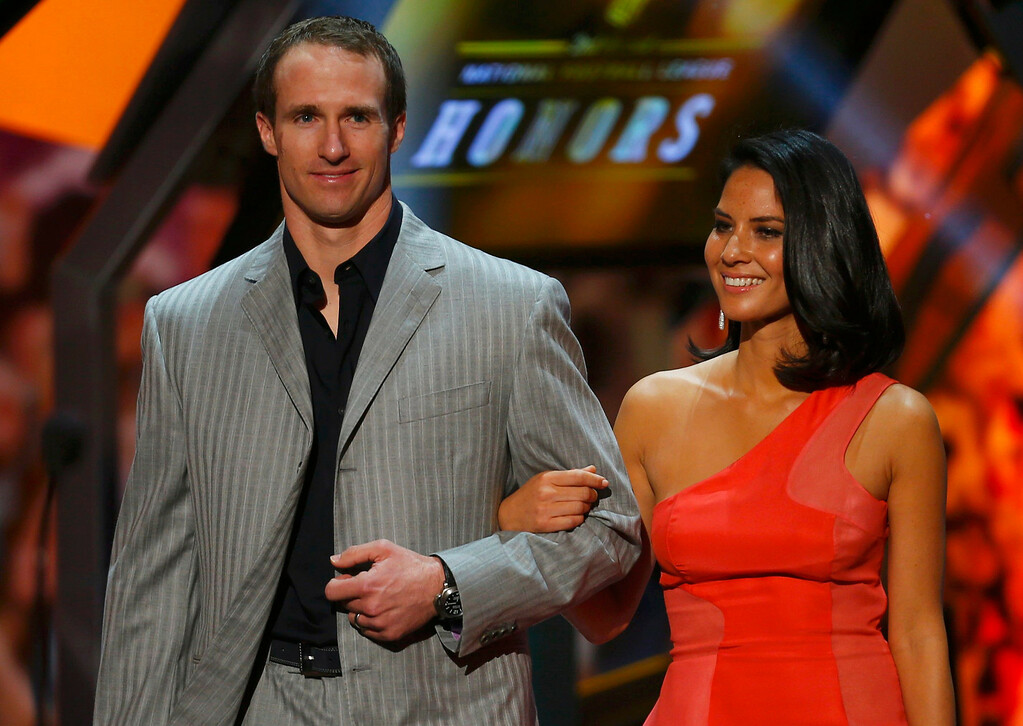 Description of . New Orleans Saints quarterback Drew Brees and actress Olivia Munn walk together as presenters during the NFL Honors award show in New Orleans, Louisiana February 2, 2013.  REUTERS/Jeff Haynes
