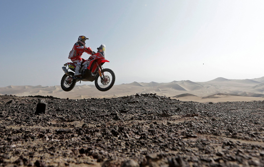 Description of . Portugal's Helder Rodrigues rides his Honda during the 3rd stage of the Dakar Rally 2013 from Pisco to Nazca January 7, 2013.  REUTERS/Jacky Naegelen