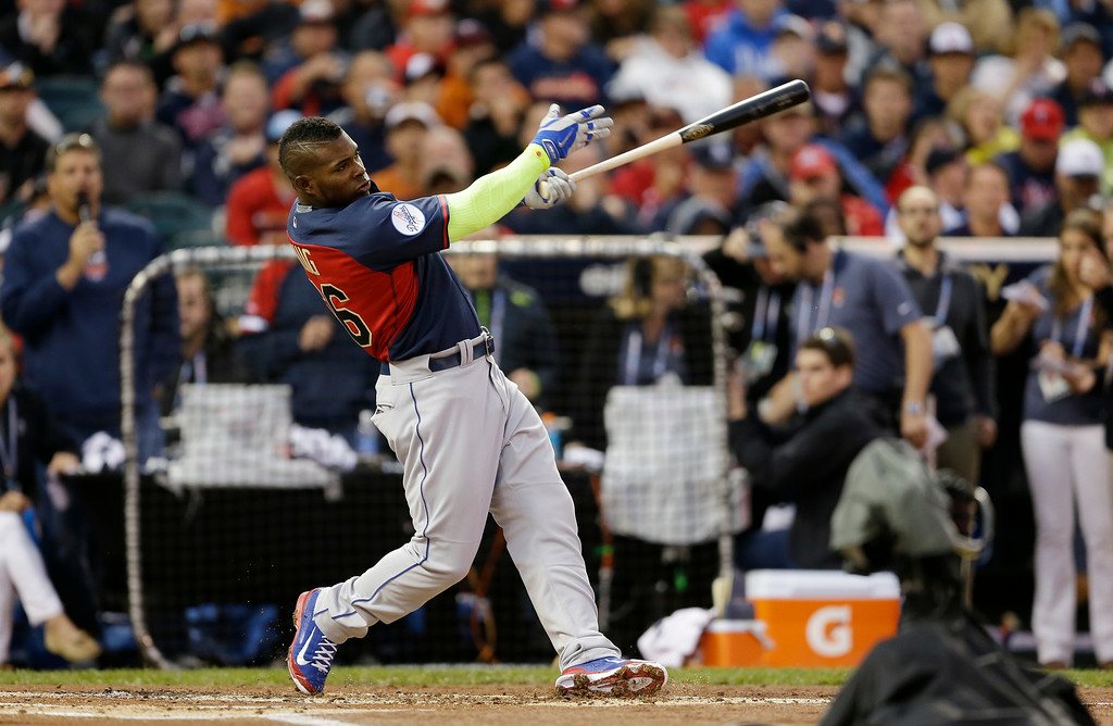 Description of . National League's Yasiel Puig, of the Los Angeles Dodgers, hits during the MLB All-Star baseball Home Run Derby, Monday, July 14, 2014, in Minneapolis. (AP Photo/Jeff Roberson)