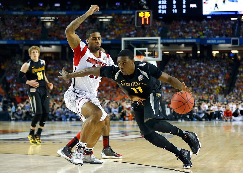 Description of . Wichita State Shockers forward Cleanthony Early (R) drives past Louisville Cardinals forward Chane Behanan during the second half of their NCAA men's Final Four basketball game in Atlanta, Georgia April 6, 2013. REUTERS/Jeff Haynes