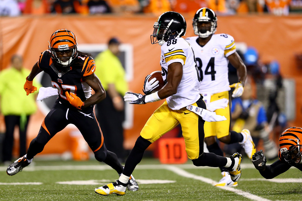 Description of . Wide receiver Emmanuel Sanders #88 of the Pittsburgh Steelers runs after a catch before he is tackled by cornerback Dre Kirkpatrick #27 of the Cincinnati Bengals on the one-yard line after a 43-yard gain in the second quarter at Paul Brown Stadium on September 16, 2013 in Cincinnati, Ohio.  (Photo by Andy Lyons/Getty Images)