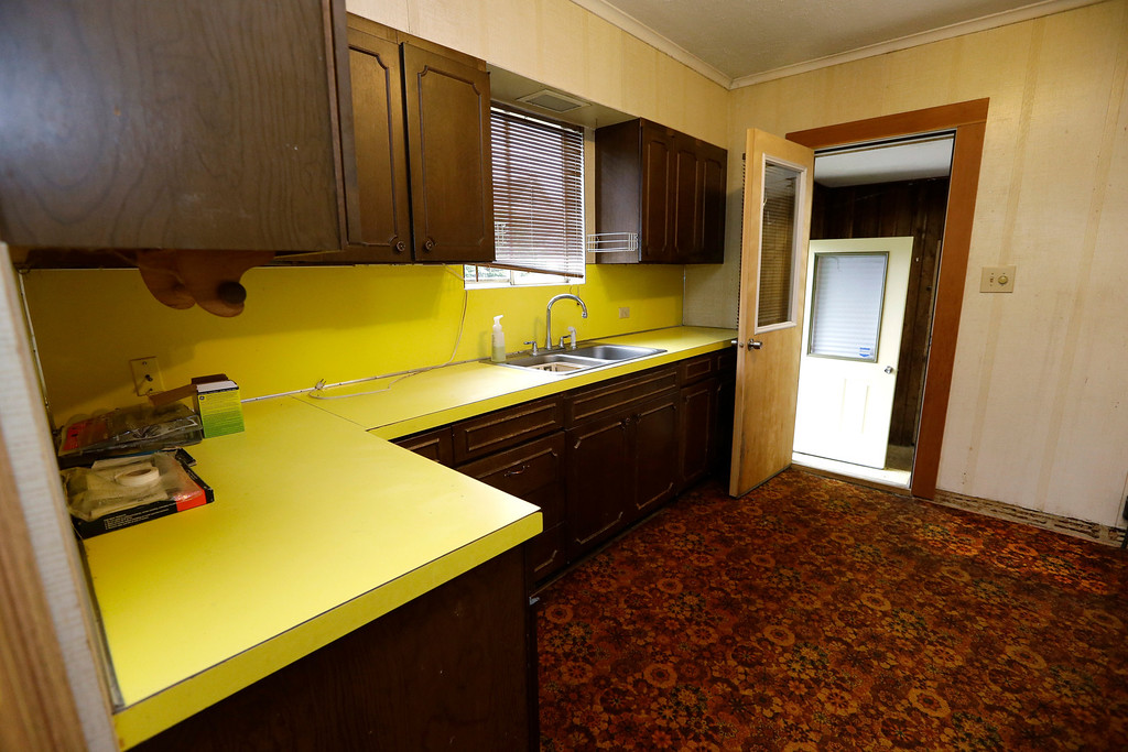 Description of . This photo taken Monday, Sept. 23, 2013, shows the kitchen of the childhood home of Kurt Cobain, the late frontman of Nirvana, in Aberdeen, Wash.  (AP Photo/Elaine Thompson)