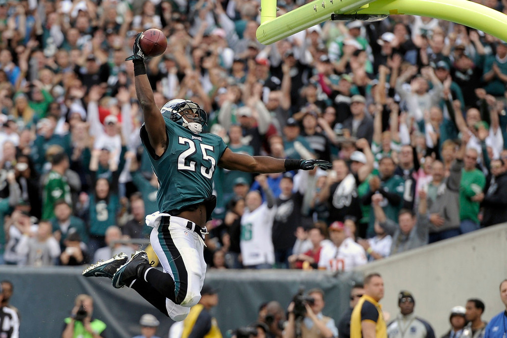 Description of . Philadelphia Eagles running back LeSean McCoy celebrates his touchdown during the first half of an NFL football game against the Washington Redskins in Philadelphia, Sunday, Nov. 17, 2013. (AP Photo/Michael Perez)