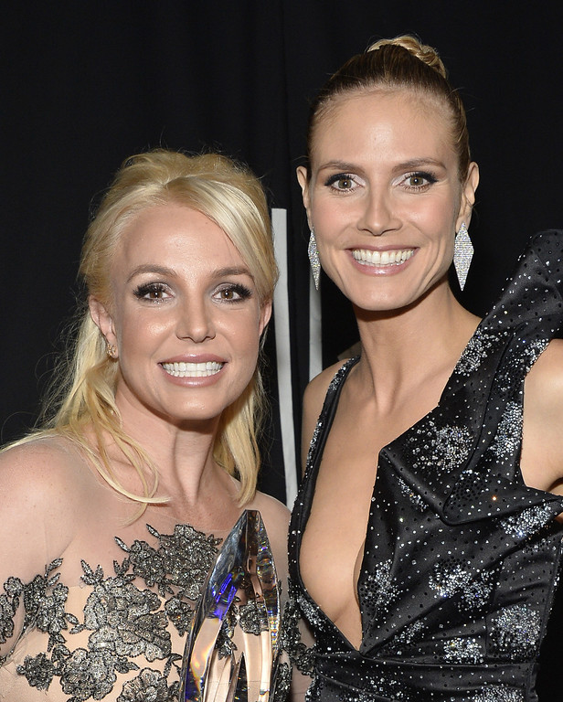 Description of . LOS ANGELES, CA - JANUARY 08:  Singer Britney Spears (L) and TV personality Heidi Klum attend The 40th Annual People's Choice Awards at Nokia Theatre L.A. Live on January 8, 2014 in Los Angeles, California.  (Photo by Frazer Harrison/Getty Images for The People's Choice Awards)