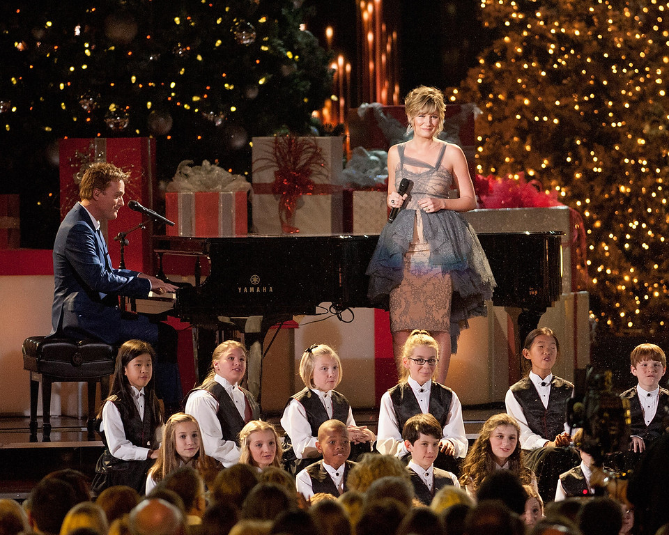 Description of . Michael W. Smith and Jennifer Nettles perform during the CMA 2013 Country Christmas on November 8, 2013 in Nashville, Tennessee.  (Photo by Erika Goldring/Getty Images)