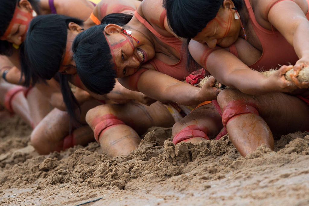 Description of . Brazilian indigenous women of the Enawenen Awe tribe participate in a tug of war competition during the XII International Games of Indigenous Peoples in Cuiaba, Mato Grosso state, Brazil on November 12, 2013. AFP PHOTO / Christophe SIMON/AFP/Getty Images