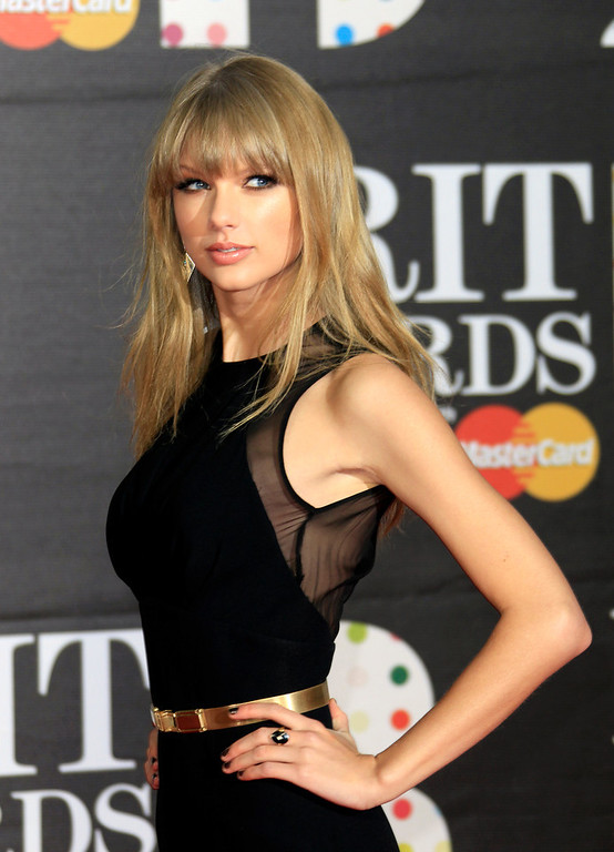 Description of . Taylor Swift seen arriving at the BRIT Awards 2013 at the o2 Arena in London on Wednesday, Feb. 20, 2013. (Photo by Joel Ryan/Invision/AP)