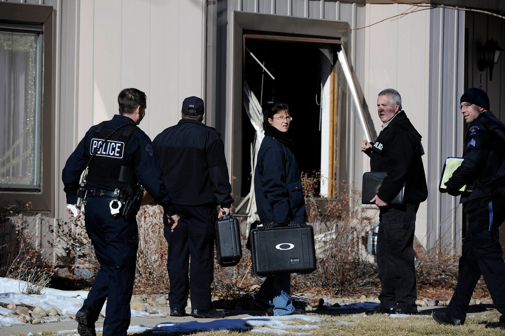 Description of . Aurora Police investigators start their work at a crime scene at 16005 Ithaca Place in Aurora Saturday afternoon. The bodies of four people, including a gunman are dead at the scene following a standoff situation early Saturday morning. The Denver Post/ Andy Cross