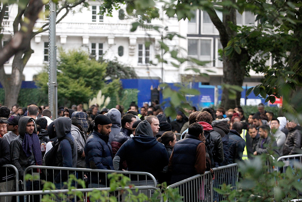 Description of . The queue to buy the first iPhone 5S and iPhone5C\'s in the UK, snakes around the block and into Cavendish Square park, outside the Apple store Regent Street on September 20, 2013 in London, England.  (Photo by Mary Turner/Getty Images)