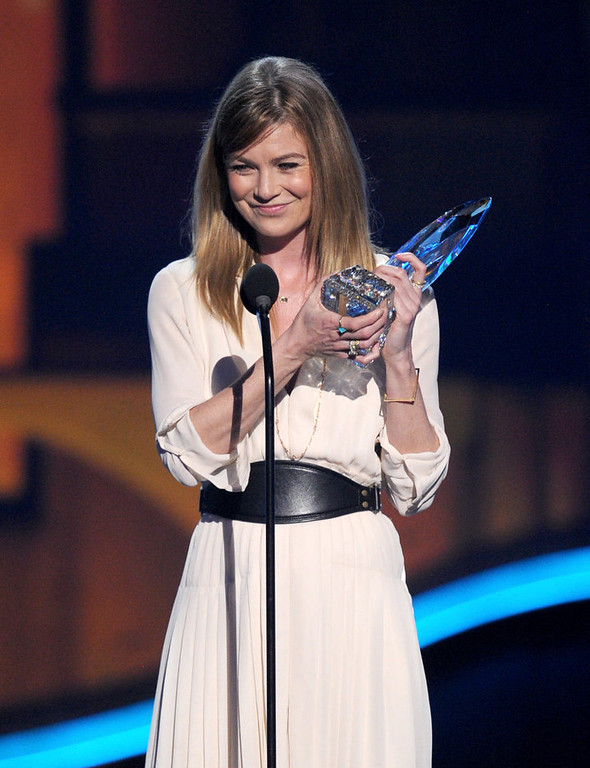 Description of . Actress Ellen Pompeo, winner of Favorite TV Drama Actress, speaks onstage at the 39th Annual People\'s Choice Awards  at Nokia Theatre L.A. Live on January 9, 2013 in Los Angeles, California.  (Photo by Kevin Winter/Getty Images for PCA)