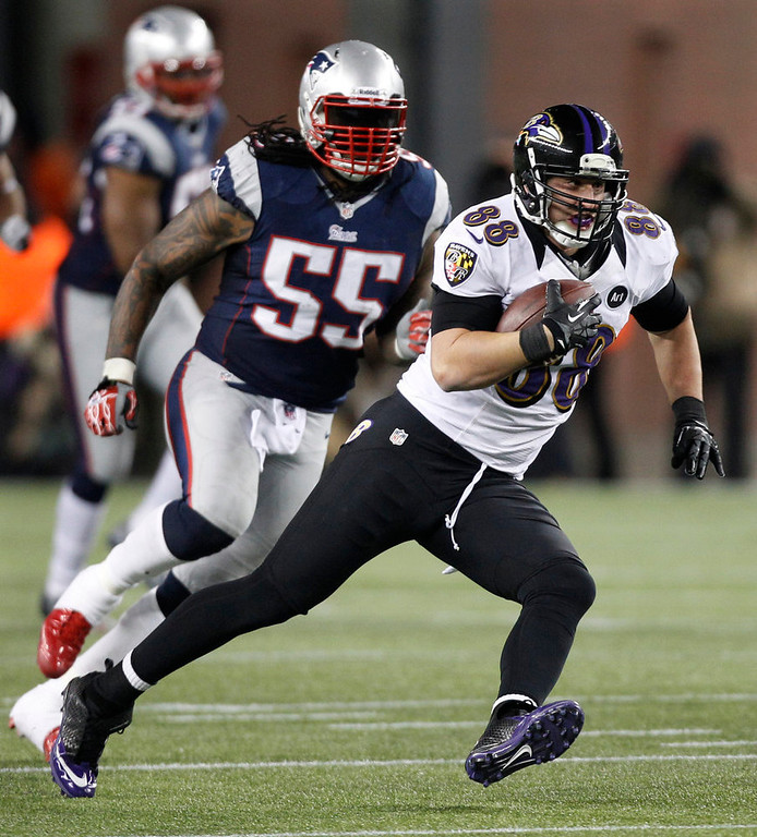 Description of . Baltimore Ravens tight end Dennis Pitta (88) is chased by New England Patriots middle linebacker Brandon Spikes following a reception during the second half of the NFL football AFC Championship football game in Foxborough, Mass., Sunday, Jan. 20, 2013. (AP Photo/Stephan Savoia)