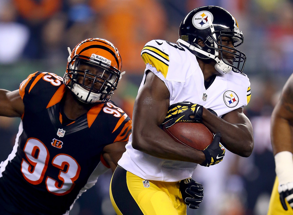 Description of . Running back Felix Jones #23 of the Pittsburgh Steelers runs the ball in front of defensive end Michael Johnson #93 of the Cincinnati Bengals in the first quarter at Paul Brown Stadium on September 16, 2013 in Cincinnati, Ohio.  (Photo by Andy Lyons/Getty Images)