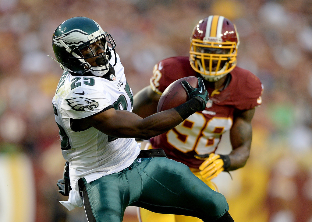 Description of . Running back LeSean McCoy #25 of the Philadelphia Eagles runs the ball in front of outside linebacker Brian Orakpo #98 of the Washington Redskins in the first quarter at FedExField on September 9, 2013 in Landover, Maryland.  (Photo by Patrick Smith/Getty Images)