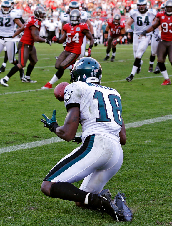 Description of . Philadelphia Eagles wide receiver Jeremy Maclin (18) pulls in the winning touchdown with no time remaining on the clock against the Tampa Bay Buccaneers in the fourth quarter of an NFL football game, Sunday, Dec. 9, 2012, in Tampa, Fla. The Eagles won 23-21. (AP Photo/Chris O'Meara)