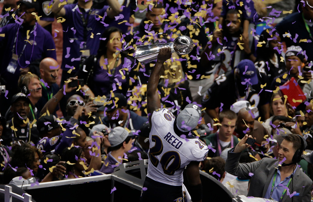 Description of . Baltimore Ravens safety Ed Reed (20) holds up the Vince Lombardi Trophy after defeating the San Francisco 49ers 34-31 in the NFL Super Bowl XLVII football game, Sunday, Feb. 3, 2013, in New Orleans. (AP Photo/Charlie Riedel)