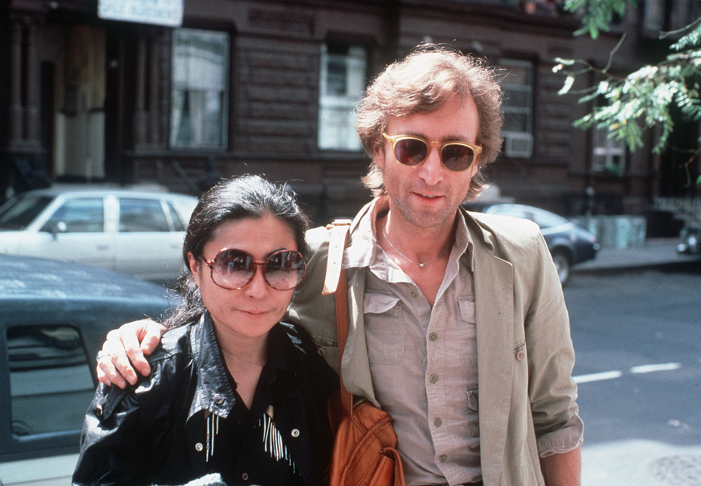 Description of . John Lennon and his wife, Yoko Ono, arrive at The Hit Factory, a recording studio in New York City on Aug. 22, 1980.  (AP Photo/Steve Sands)
