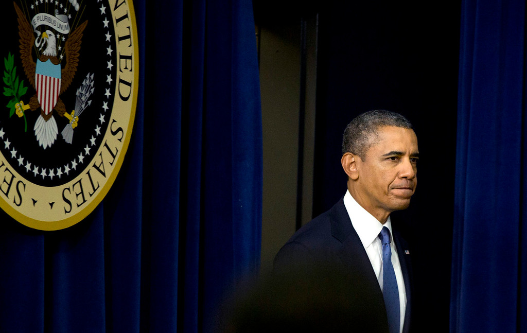 Description of . President Barack Obama arrives to speak in the South Court Auditorium on the White House complex, Monday, Sept. 16, 2013, in Washington. Before speaking about the economy Obama commented on the Navy Yard shooting. (AP Photo/Carolyn Kaster)
