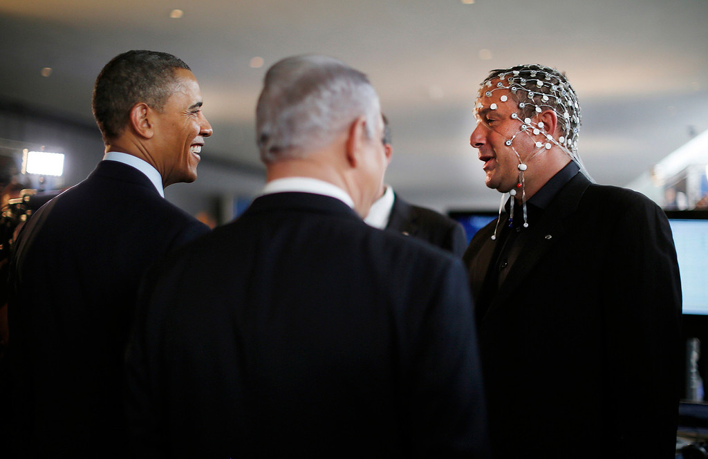 Description of . U.S. President Barack Obama (L) and Israeli Prime Minister Benjamin Netanyahu (C) speak with Professor Amir Geva (R), head of the biomedical signal processing and pattern recognition lab at the Ben-Gurion University of the Negev, as they tour a technology expo at the Israel Museum in Jerusalem March 21, 2013.   REUTERS/Jason Reed