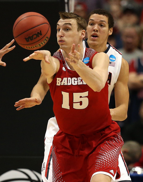 Description of . Sam Dekker #15 of the Wisconsin Badgers passes the ball in front of Aaron Gordon #11 of the Arizona Wildcats in the second half during the West Regional Final of the 2014 NCAA Men's Basketball Tournament at the Honda Center on March 29, 2014 in Anaheim, California.  (Photo by Jeff Gross/Getty Images)