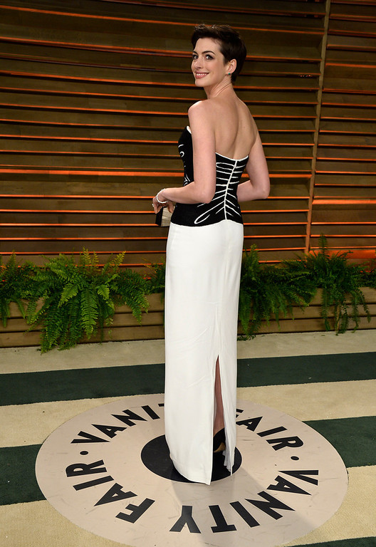 Description of . Actress Anne Hathaway attends the 2014 Vanity Fair Oscar Party hosted by Graydon Carter on March 2, 2014 in West Hollywood, California.  (Photo by Pascal Le Segretain/Getty Images)