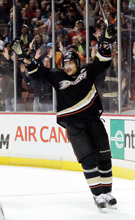 Description of . Anaheim Ducks right wing Teemu Selanne celebrates his goal during the second period of an NHL hockey game against the Colorado Avalanche in Anaheim, Calif., Sunday, Feb. 24, 2013. (AP Photo/Chris Carlson)