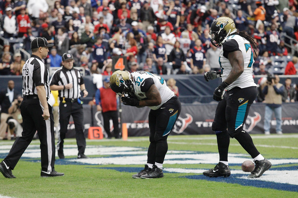 Description of . Jacksonville Jaguars running back Maurice Jones-Drew (32) bows after making a touch run during the first quarter an NFL football game against the Houston Texans Sunday, Nov. 24, 2013, in Houston. (AP Photo/Patric Schneider)