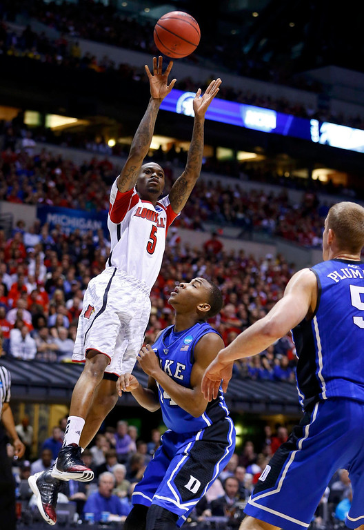 Description of . Louisville Cardinals guard Kevin Ware (5) shoots over Duke Blue Devils guard Rasheed Sulaimon (14) in the first half during their Midwest Regional NCAA men's basketball game in Indianapolis, Indiana, March 31, 2013. REUTERS/Jeff Haynes