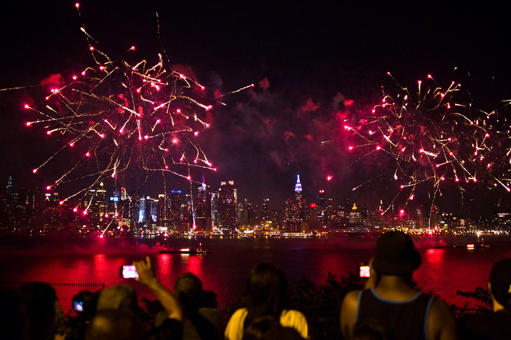 Description of . People watch the fireworks erupt over the Hudson River, with the skyline of New York in the background, during the Macy's Independence Day celebration in Weehawken, New Jersey, July 4, 2013. REUTERS/Eduardo Munoz