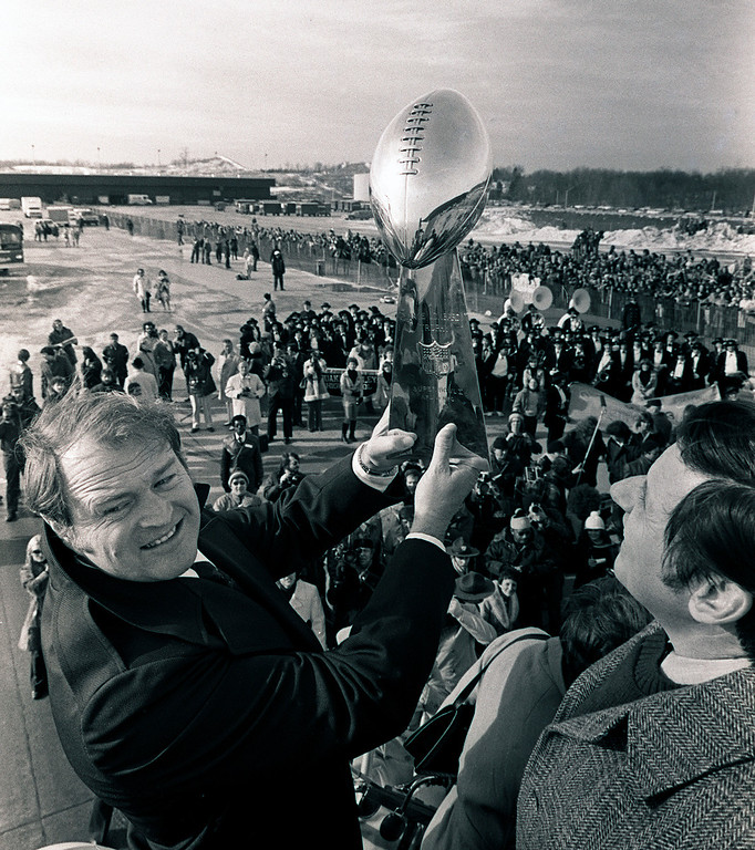 Description of . ** FILE ** Pittsburgh Steelers coach Chuck Noll holds the Vince Lombardi trophy as they arrive at the Pittsburgh Airport after winning the Super Bowl in this Jan. 19, 1979 file photo. (AP Photo/Harry Cabluck)