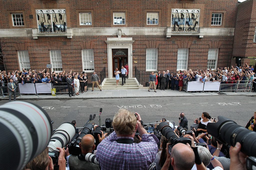 Description of . Prince William, Duke of Cambridge and Catherine, Duchess of Cambridge, depart The Lindo Wing with their newborn son at St Mary\'s Hospital on July 23, 2013 in London, England. The Duchess of Cambridge yesterday gave birth to a boy at 16.24 BST and weighing 8lb 6oz, with Prince William at her side. The baby, as yet unnamed, is third in line to the throne and becomes the Prince of Cambridge.  (Photo by Chris Jackson/Getty Images)