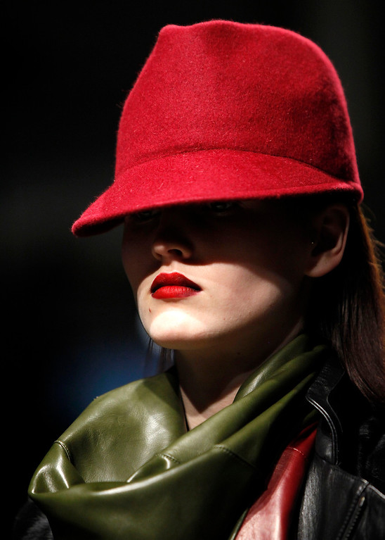 Description of . A model presents a creation from the Kenneth Cole Autumn/Winter 2013 collection during New York Fashion Week in New York, February 7, 2013.   REUTERS/Carlo Allegri